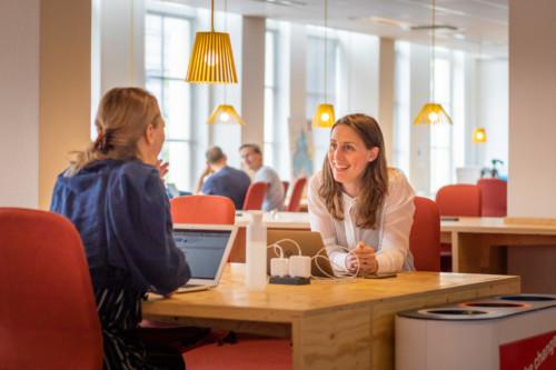 impact makers aan het werk bij de social impact factory